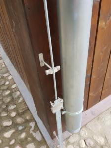 połączenie przewodu odprowadzającego z instalacją uziemiającą