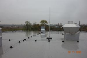 instalacja odgromowa na dachu płaskim
